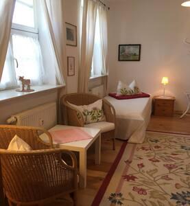 Luisenhof (Paretz), Appartement 1, 25 qm, Wohn-/Schlafr., Kochbereich, DU/WC