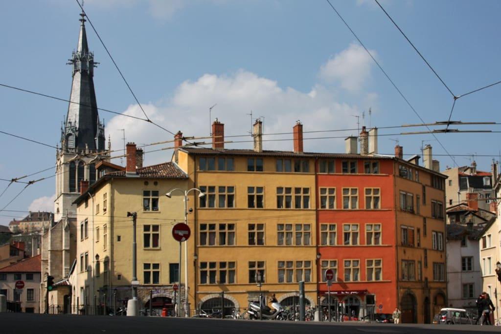 Vieux lyon charmant t2 avec vue appartements louer for Reglement interieur immeuble locatif