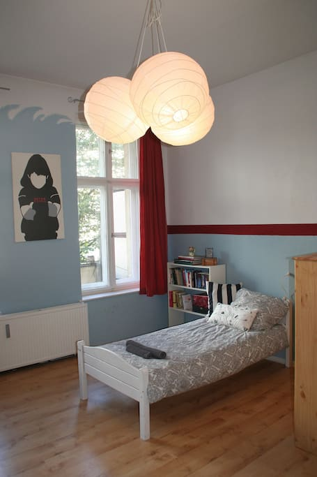 Einzelbett im Gästezimmer