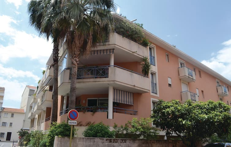 Holiday apartment with 2 bedrooms on 90m² in St Raphael