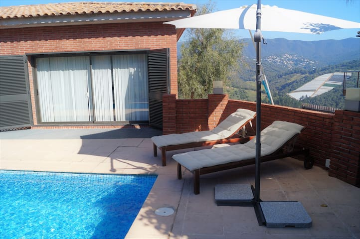 Villa with pool, mountain views, beach 5min - Sant Cebrià de Vallalta - Chalet