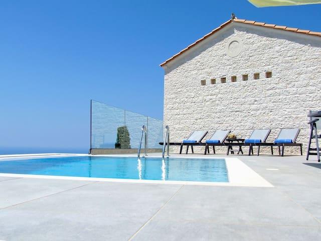 KAMPAKI STONE HOUSES - Agios Nikitas