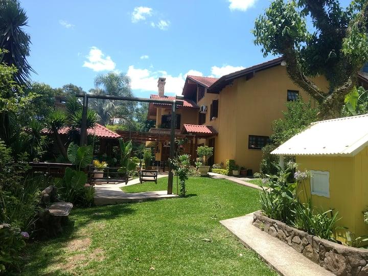 HOUSE OF PALM TREES + KIOSK (GAÚCHA SAW)