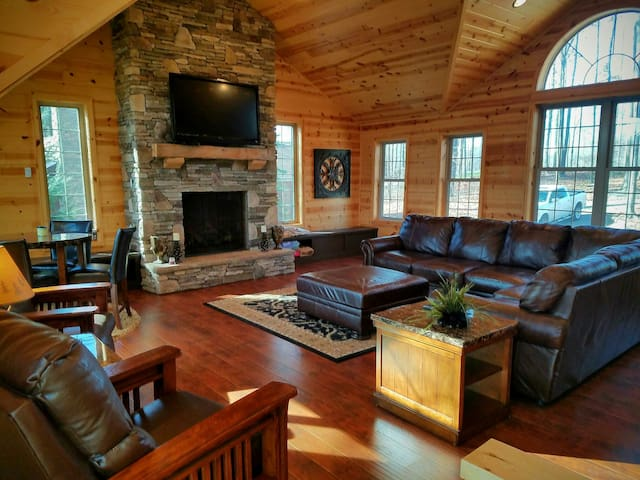Indian Lake 5BR Lakefront Log Home - Central City