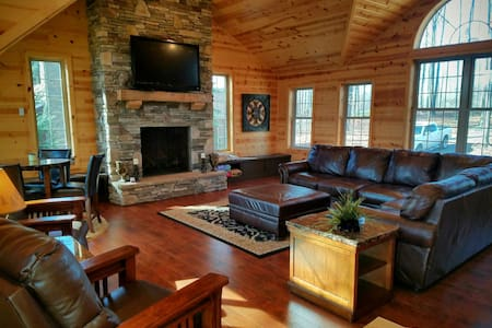 Indian Lake 5BR Lakefront Log Home - Central City - Casa