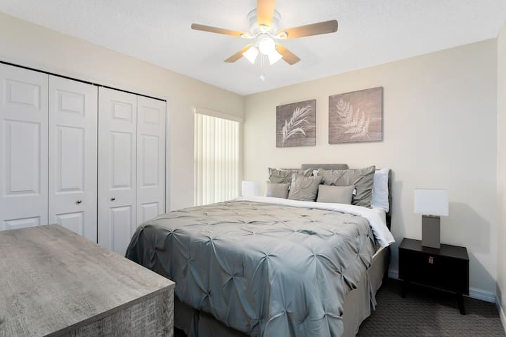 Queen Size bed in secondary bedroom. Large closet with dresser.