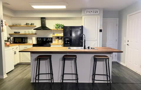 Farmhouse Chic Apartment- 4 Miles from the WEC!
