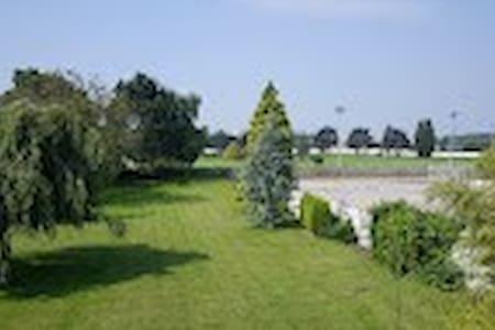 parc sur golf, chambres dans villa proche lille. - Marcq-en-Barœul
