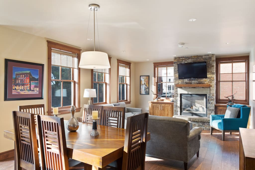 Open layout floorplan with gas fireplace