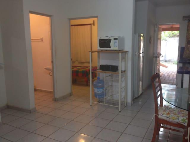 House near la audiencia with great back yard - Manzanillo - Talo