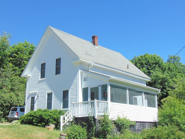 Beautiful 3 BR Country Home in Alton