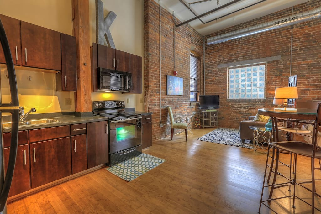 Best downtown location kenny by music city loft lofts for Airbnb nashville
