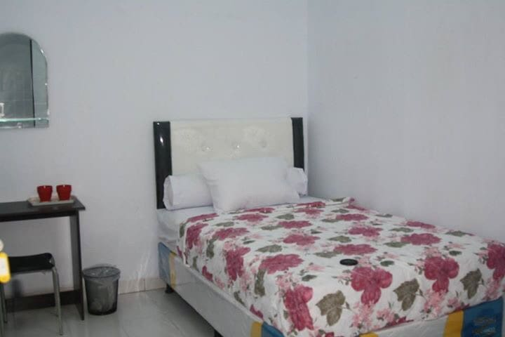 MALE ONLY , IN THE CITY, WITH ALOT OF FACILITY - Makassar  - Casa