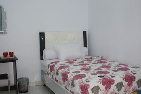 MALE ONLY , IN THE CITY, WITH ALOT OF FACILITY - Makassar  - 独立屋