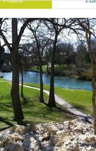 Riverside Get Away weekday pricing - New Braunfels - Apartamento