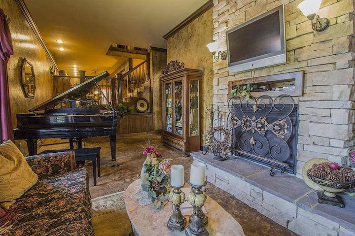 Foxtrotter Inn ~ Extravagantly decorated condo