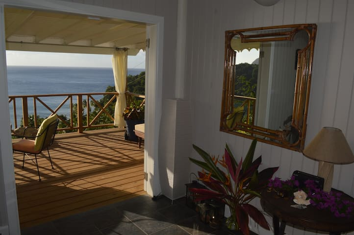 Coconut Cottage - great view, short walk to beach
