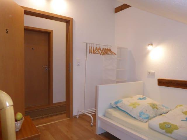 weitere Zimmerausstattung, Leselampe, Kleiderständer mit Ablagefächer...