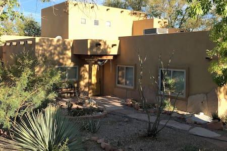 Adobe Style Villa in Blue Diamond, Red Rocks, NV - Blue Diamond - Casa