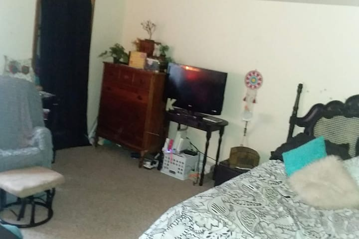 Master bedroom includes Wii and PlayStation 3, both with 2 controllers