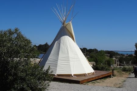 Luxe lounge Tipi B&B - Bed & Breakfast