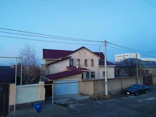 3 этажный дом, 7 комнат, 415 м², город ШЫМКЕНТ