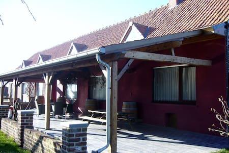 Grenshof rustige vakantieboerderij - Alveringem