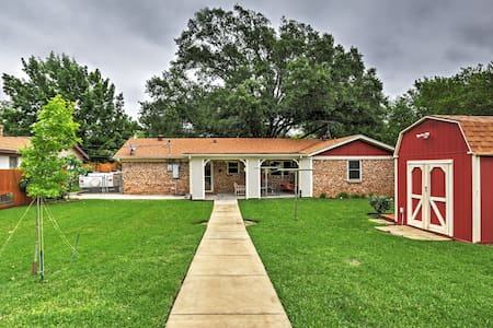 Comfortable 3BR Euless House w/WiFi - Euless - House