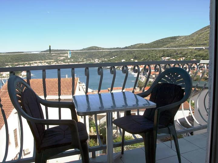 """Apartment-4"" (sea view, balcony, for 4 persons)"
