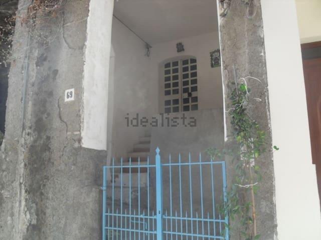 Casa a 10 km da Taormina vicinissima al mare - Furci Siculo