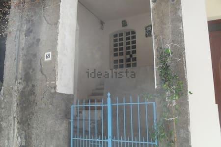 Casa a 10 km da Taormina vicinissima al mare - Furci Siculo - Dom