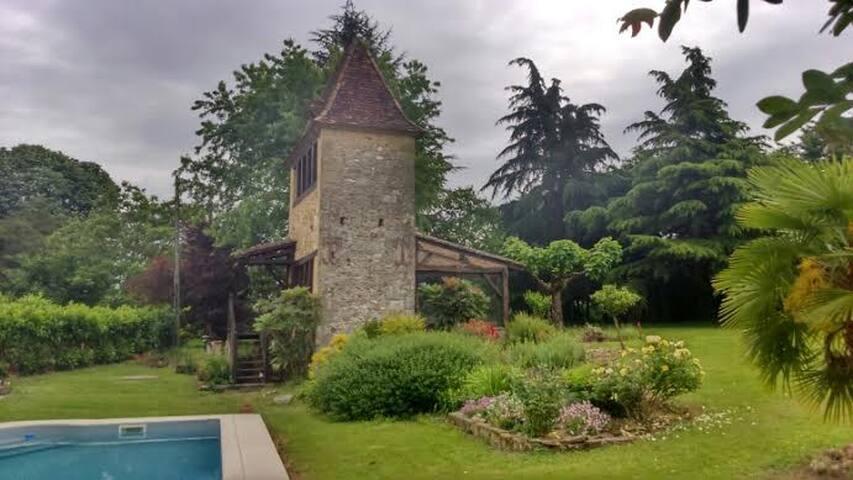 belle maison + piscine , au calme - st agne  - Dům