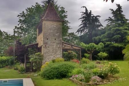belle maison + piscine , au calme - st agne