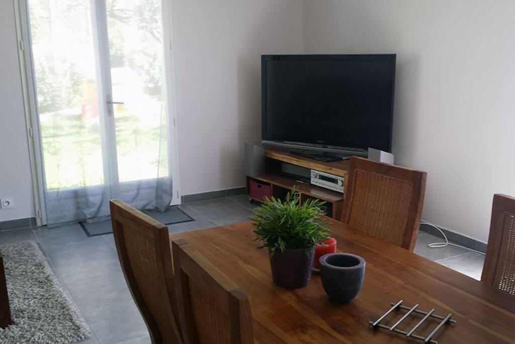 maison jardin dans la rochelle maisons louer la rochelle poitou charentes france. Black Bedroom Furniture Sets. Home Design Ideas