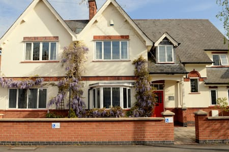 Priesthills House - Hinckley - Bed & Breakfast