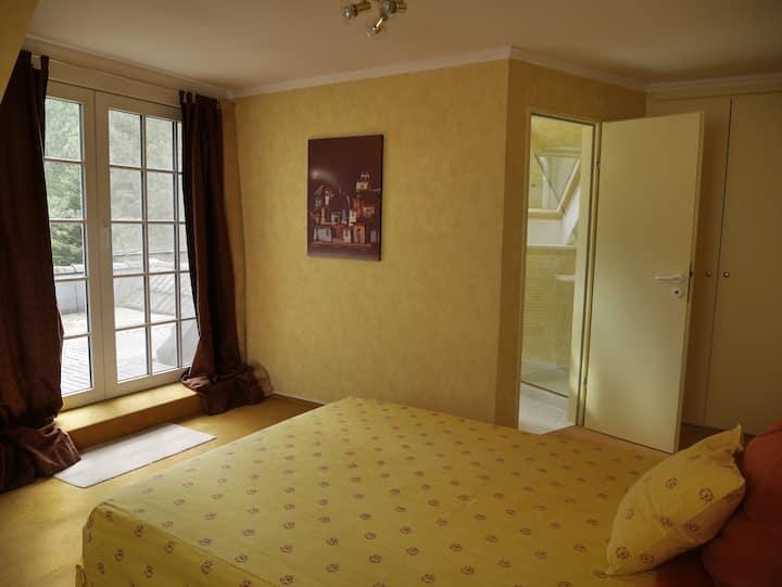 Uelzen: Zimmer mit Doppelbett in Villa