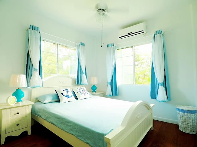 Cozy&Private bedroom (Neverland ROOM1, queen size) - Airai - Vila