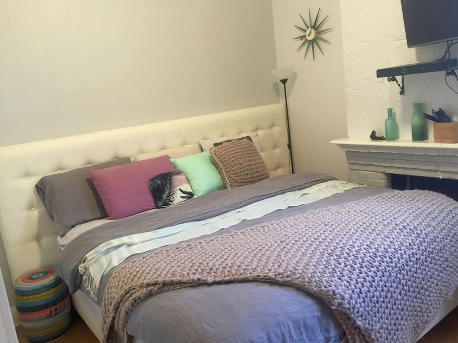 Master bed room #1, king bed, ensuite, with TV netflix, internet & Stan, with bir