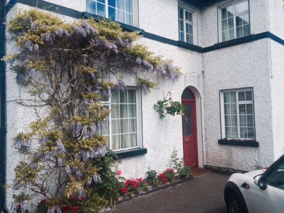 Double en suite room in large detached house Parking available in driveway