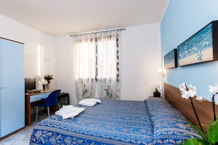 room between park and sea - Autre