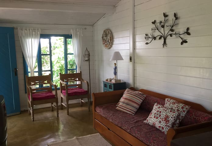 Charming bungalow, inside the Forest - Paúba beach