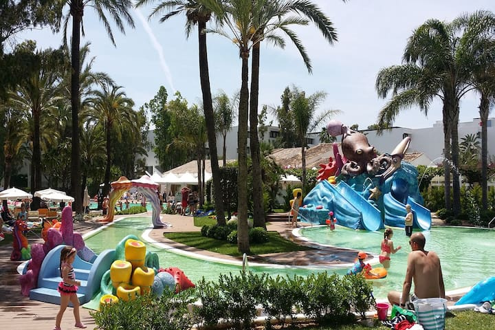 la piscina infantil del complejo