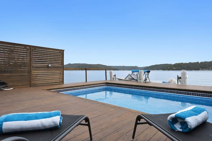 Waterfront Hawkesbury River , Wobby Beach House