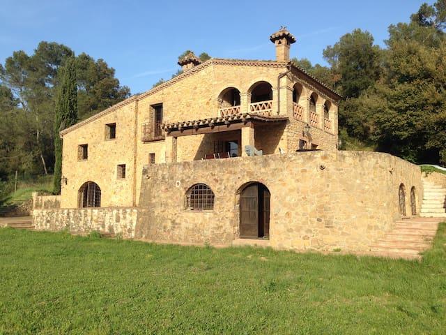 IDÍLICA CASA EN EL EMPORDÀ CON JARDIN Y PISCINA - Madremanya - House