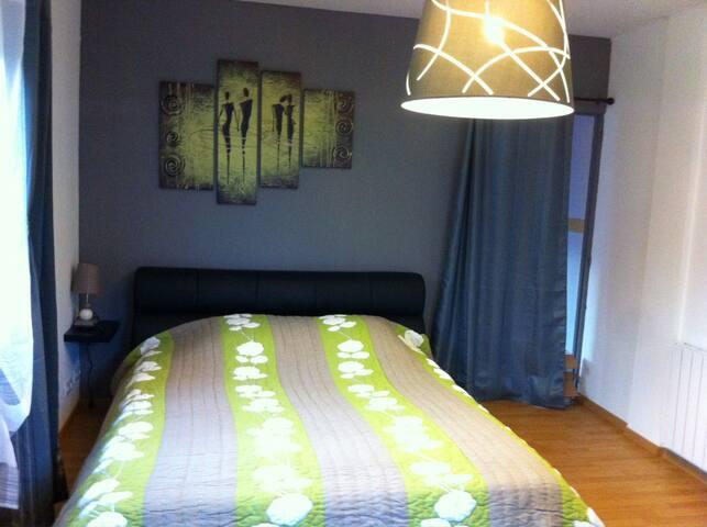 Chambre indépendante, piscine + vue - Marcillac-Saint-Quentin - Villa