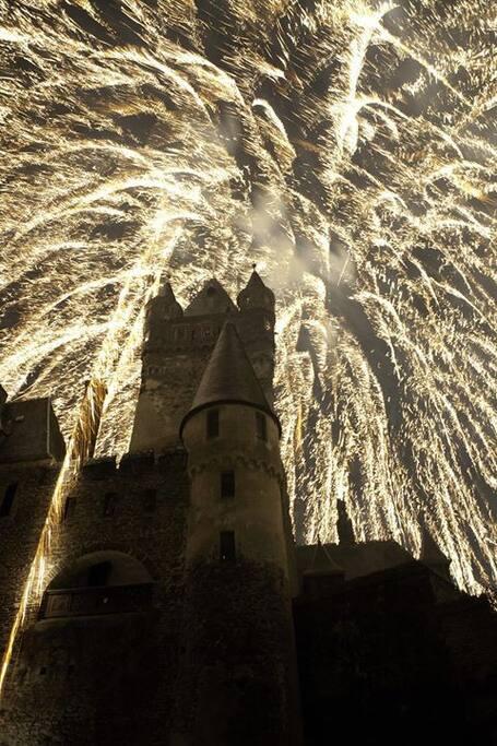 Feuerwerk auf der Burg Cochem