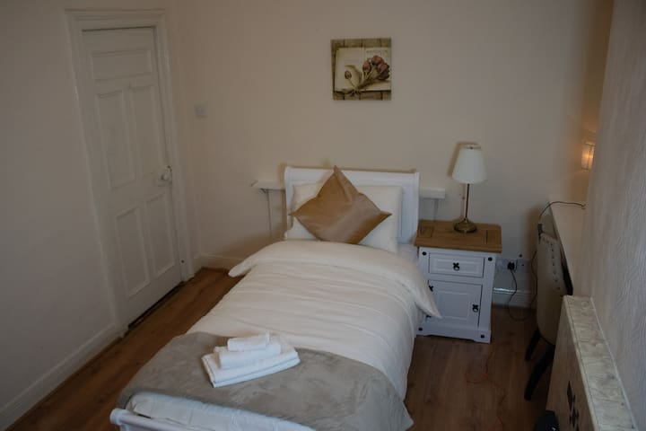Standard Twin Room with Shared Bathroom in Dublin City Centre