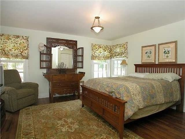 Guest bedroom...one of 5