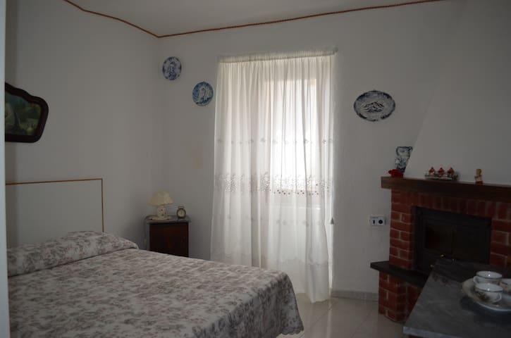 Camera da letto Matrimoniale con caminetto
