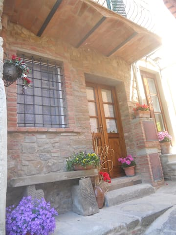 Casa medievale per le tue vacanze - Chianni - Rumah
